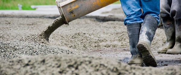 Укладка и уплотнение цемента