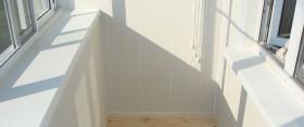 Обшиваем балкон панелями из пластика