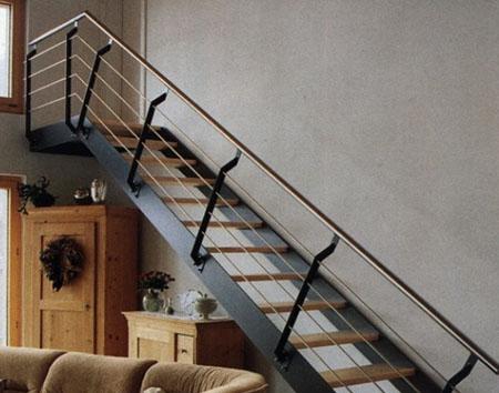 Лестница в загородном коттедже