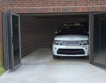 Складчатые ворота гаражные