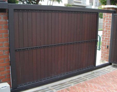 Откатные деревянные ворота