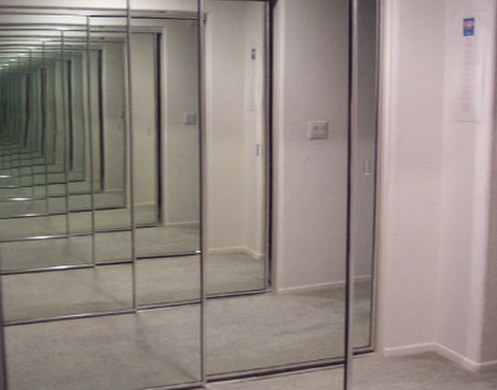 Зеркала напротив друг друга